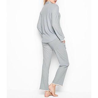 ヴィクトリアズシークレット(Victoria's Secret)の新品 VS 長袖&軽量 Featherweight ラッフルパジャマ(パジャマ)