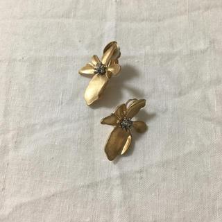 UNITED ARROWS - matt gold フラワーモチーフイヤリング