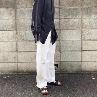 コモリ(COMOLI)の(即完、美品、タグ付)COMOLI comoli 19aw ベルテッドパンツ (デニム/ジーンズ)