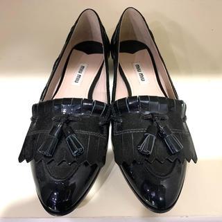 ミュウミュウ(miumiu)のMIUMIUミュウミュウタッセル付きローファー(ローファー/革靴)