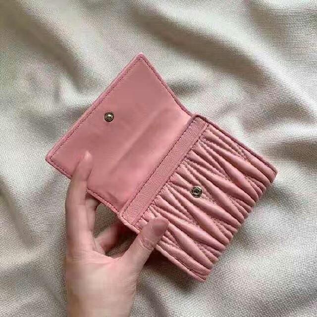 miumiu(ミュウミュウ)の可愛い Miumiu 折り財布 メンズのファッション小物(折り財布)の商品写真