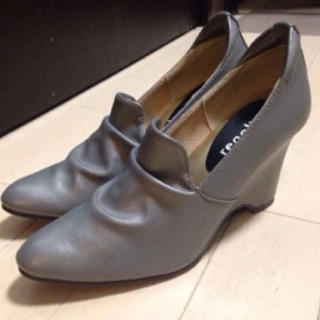 にこにこ価格♪新品未使用 小さいサイズ パンプス グレー 22センチ(ブーツ)