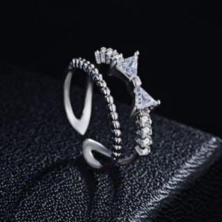 新品 ジルコニア リボン 付き シルバー ラインストーン リング フリーサイズ(リング(指輪))