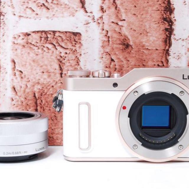 Panasonic(パナソニック)の★可愛いローズxホワイト★Wi-Fi&自撮り★ スマホ/家電/カメラのカメラ(ミラーレス一眼)の商品写真