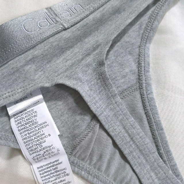 Calvin Klein(カルバンクライン)の★新品★Calvin Klein Tバック THONG S グレー レディースの下着/アンダーウェア(ショーツ)の商品写真