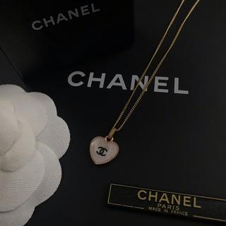 CHANEL - CHANEL ノベルティ ミニハート ネックレス(ホワイト)