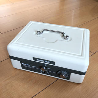 CASH BOX 手提げ金庫 CARL CB-8200