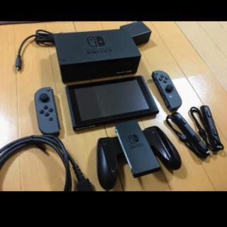 Nintendo Switch - 最安値 美品任天堂 スイッチ 本体とジョイコンのセット