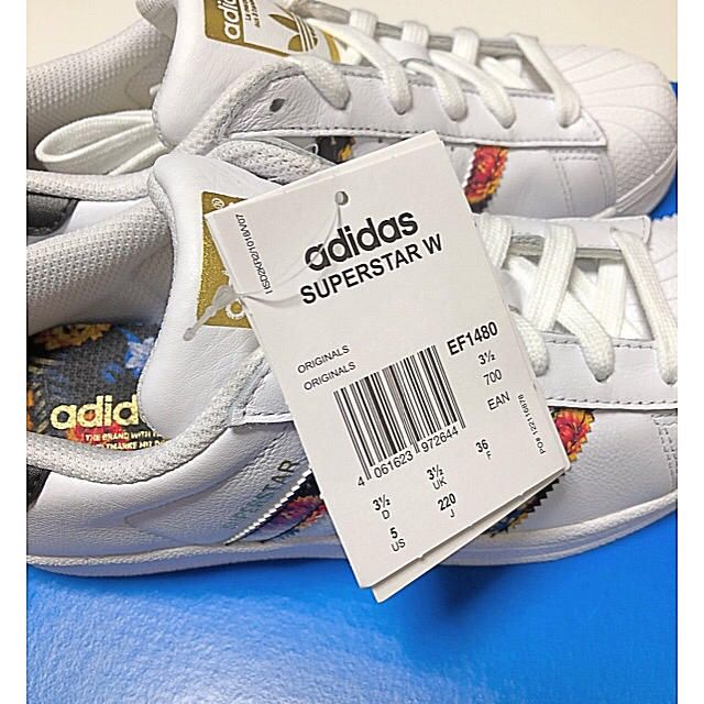 adidas(アディダス)のadidasスーパースター定価16200円以上‼️フラワーパターン‼️ レディースの靴/シューズ(スニーカー)の商品写真