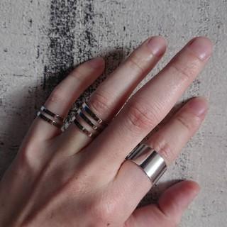 三個 リング 指輪 フリーサイズ ノーブランド(リング(指輪))