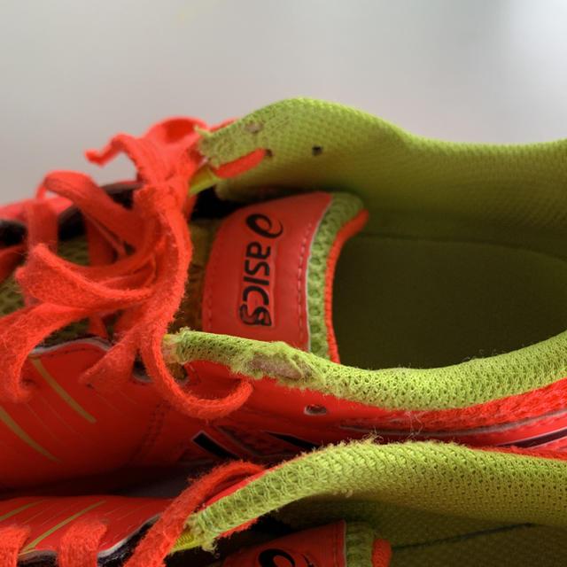 asics(アシックス)のアシックス フットサルシューズ スニーカー サッカー 22cm スポーツ/アウトドアのサッカー/フットサル(シューズ)の商品写真