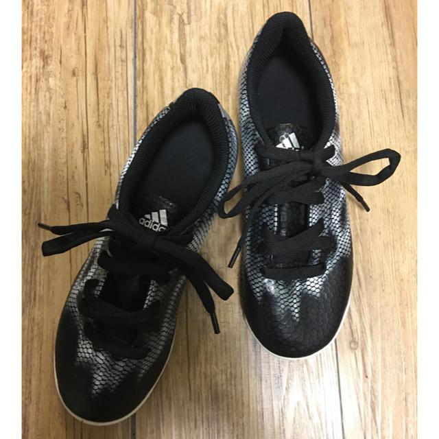 adidas(アディダス)のadidas インナーシューズ 22.5㎝ スポーツ/アウトドアのサッカー/フットサル(シューズ)の商品写真