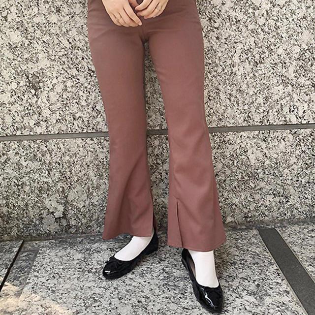Kastane(カスタネ)のフレアパンツ モカ レディースのパンツ(カジュアルパンツ)の商品写真