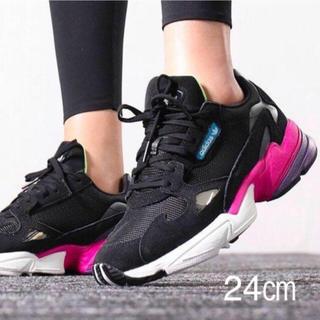 アディダス(adidas)の新品 24㎝ adidas アディダス FALCON W ファルコン W (スニーカー)