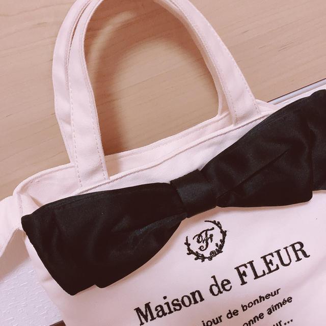 Maison de FLEUR(メゾンドフルール)のメゾンドフルール 6周年限定 キャンパスショルダートートバック レディースのバッグ(トートバッグ)の商品写真