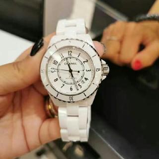 CHANEL - シャネルj 12シリーズの白女史の腕時計によく似合います。