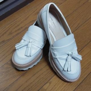 ザラ(ZARA)のZARA ローファー 白 36 タッセル 厚底(ローファー/革靴)