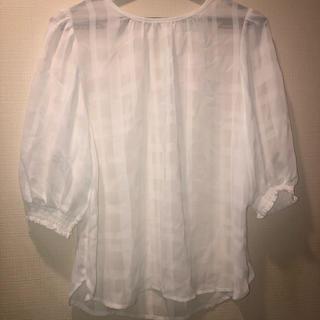 ジーユー(GU)の白トップス(シャツ/ブラウス(半袖/袖なし))