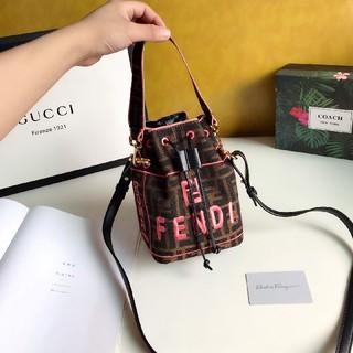フェンディ(FENDI)の新作Fendi  巾着型ショルダーバッグ ハンドバッグ(ショルダーバッグ)