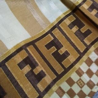FENDI - 新品 FENDI⑪ シルク ハンカチーフ 大判 膝掛け ズッカ ペカン 茶系