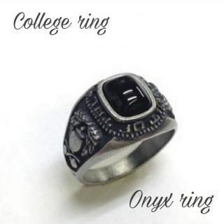 渋い!オニキスリング☆サイドに紋章をあしらったアンティーク調指輪 19号 日本製(リング(指輪))