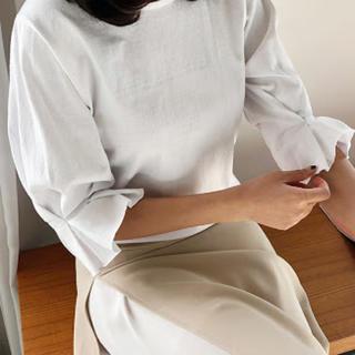 ディーホリック(dholic)のタック7分丈スリーブTシャツ ベージュ(Tシャツ/カットソー(七分/長袖))