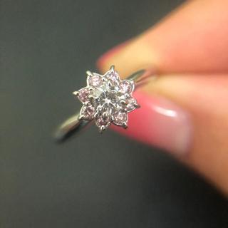 ピンクダイヤモンドの取り巻きリング