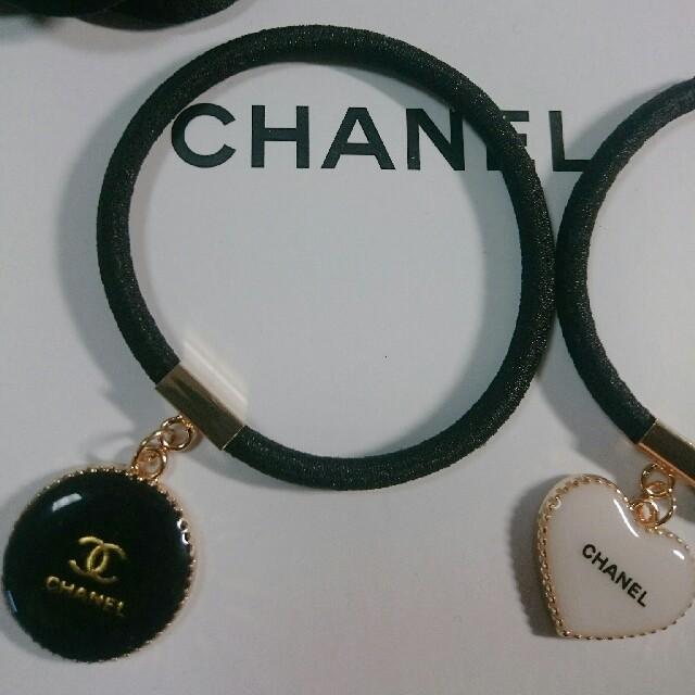 CHANEL(シャネル)のCHANEL ノベルティヘアゴム2点 レディースのヘアアクセサリー(ヘアゴム/シュシュ)の商品写真