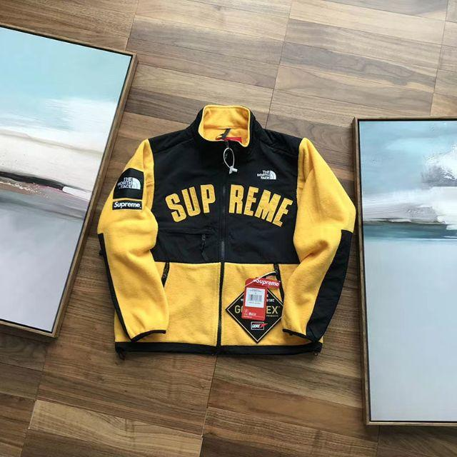 Supreme(シュプリーム)の SUPREME シュプリーム服 ジャケット メンズのジャケット/アウター(テーラードジャケット)の商品写真