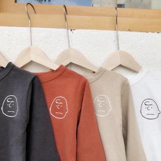 プティマイン(petit main)の韓国子供服 チャーリーブラウン ベージュ ロンT(Tシャツ/カットソー)