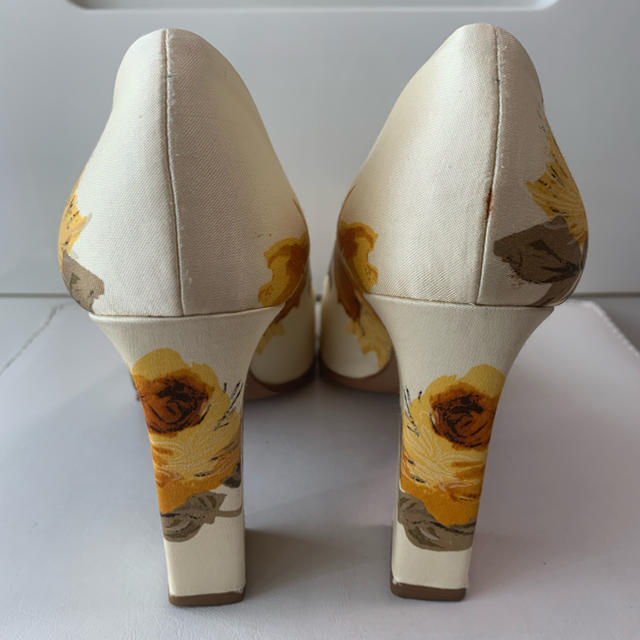 PRADA(プラダ)のnon様専用ページです♡プラダ フラワーサテン  パンプス レディースの靴/シューズ(ハイヒール/パンプス)の商品写真