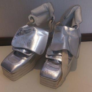 シルバーのショートブーツ(ブーツ)