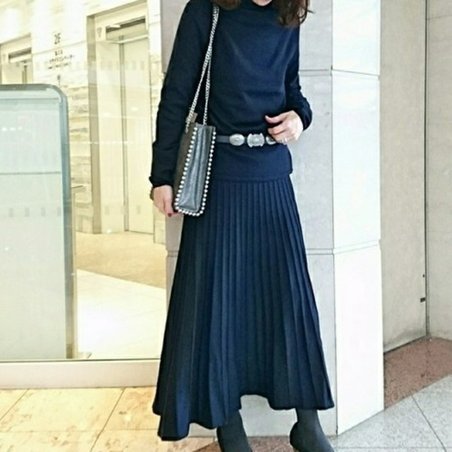 Mila Owen(ミラオーウェン)のミラオーウェン ホールガーメント ニットスカートセットアップ レディースのレディース その他(セット/コーデ)の商品写真