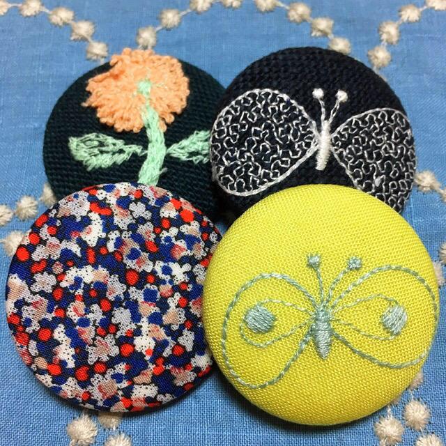 mina perhonen(ミナペルホネン)の再販❤︎ミナペルホネン ヘアゴム くるみボタン #42 ハンドメイドのアクセサリー(ヘアアクセサリー)の商品写真