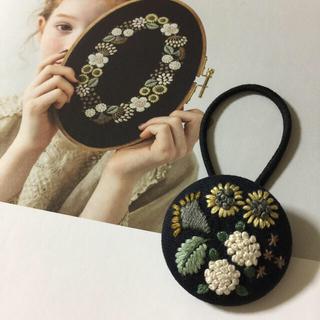 樋口愉美子さんデザインの刺繍ヘアゴム    ハンドメイド