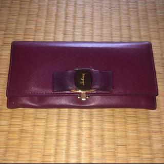 サルヴァトーレフェラガモ(Salvatore Ferragamo)のフェラガモ ヴァラ 長財布(財布)