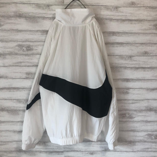 NIKE(ナイキ)の【大人気デザイン】NIKE ビッグスウッシュ ナイロンジャケット 美品 メンズのジャケット/アウター(ナイロンジャケット)の商品写真