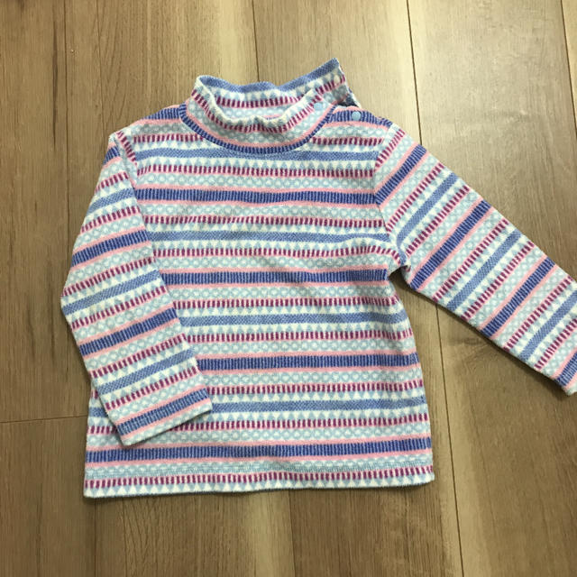 UNIQLO(ユニクロ)のユニクロ フリース  90サイズ キッズ/ベビー/マタニティのキッズ服 女の子用(90cm~)(Tシャツ/カットソー)の商品写真