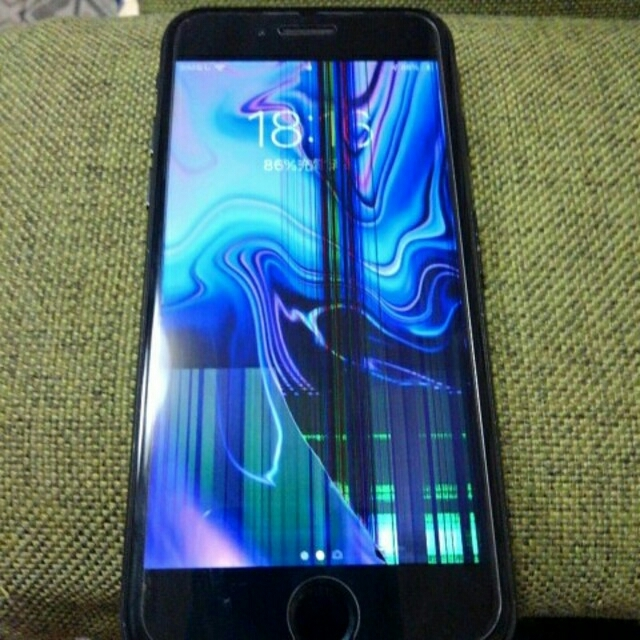 iPhone(アイフォーン)のiPhone7 black 32gb スマホ/家電/カメラのスマートフォン/携帯電話(スマートフォン本体)の商品写真