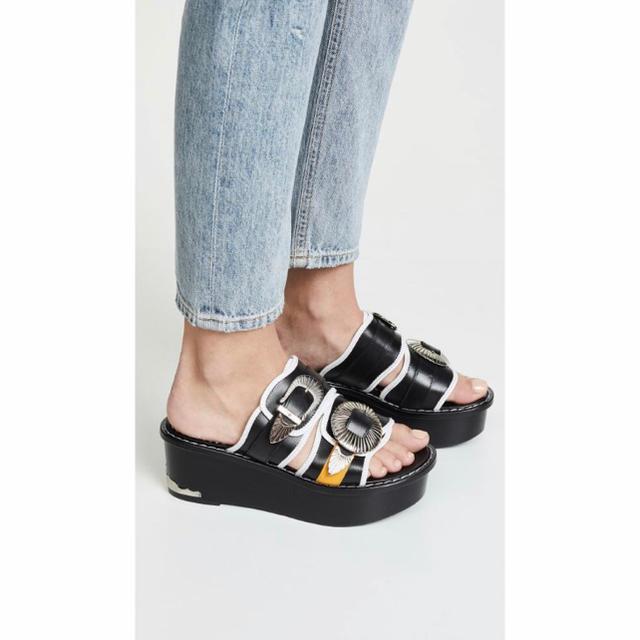 TOGA(トーガ)のTOGA PULLA 新品未使用 厚底サンダル レディースの靴/シューズ(サンダル)の商品写真
