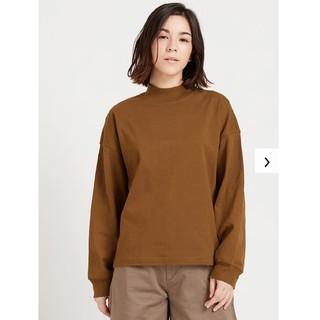 ユニクロ(UNIQLO)のモックネックT ブラウン(Tシャツ(長袖/七分))