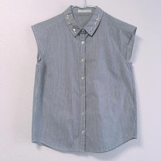 ローリーズファーム(LOWRYS FARM)のLOWRYS FARM ビジュー付ストライプシャツ(シャツ/ブラウス(半袖/袖なし))
