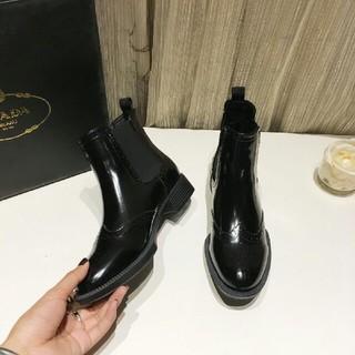 プラダ(PRADA)のショートブーツ(ブーツ)