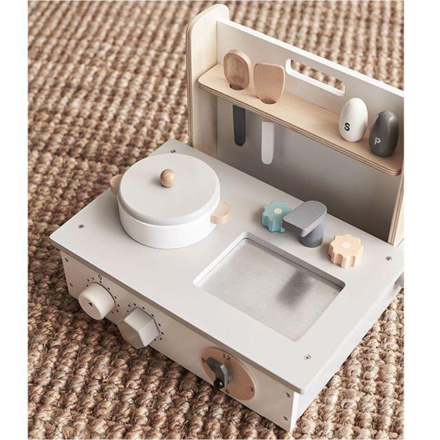 kidsconcept キッズコンセプト ポータブル ミニキッチン キッズ/ベビー/マタニティのおもちゃ(知育玩具)の商品写真