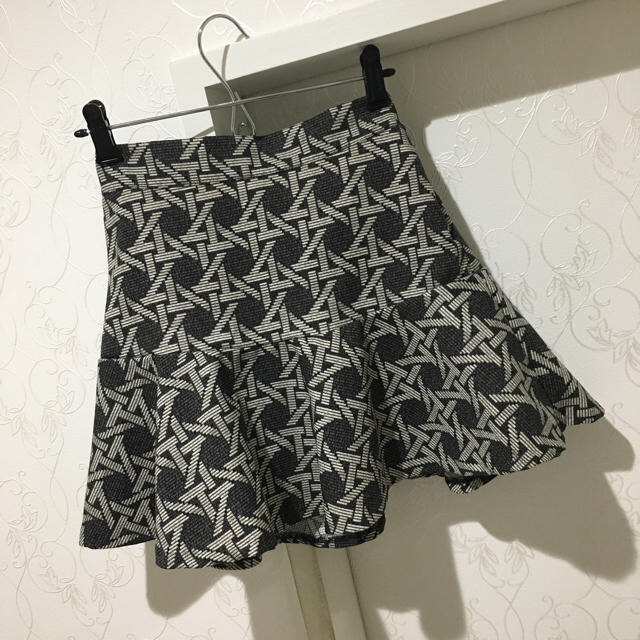 snidel(スナイデル)のクロスデザインミニフリルスカート レディースのスカート(ミニスカート)の商品写真