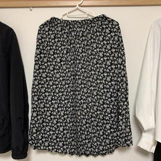 ジーユー(GU)のプリーツスカート フラワープリント S 黒(ロングスカート)