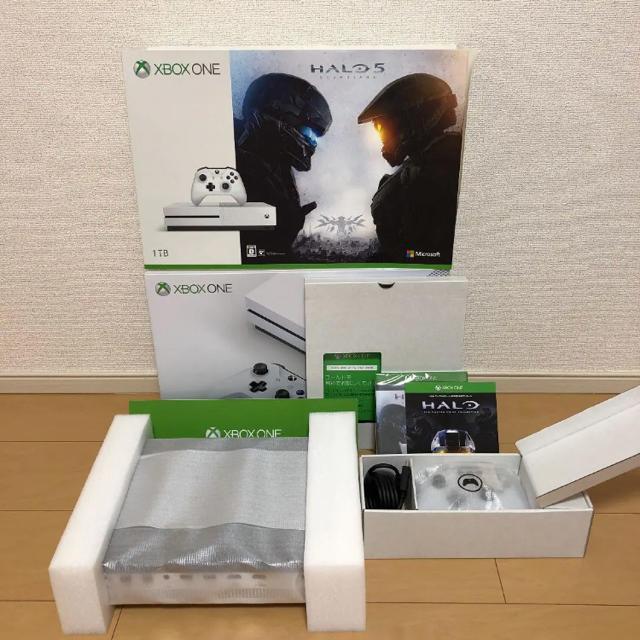 Xbox(エックスボックス)の☆ colin様 専用商品 ☆ XBOX ONE S HALO同梱版 エンタメ/ホビーのゲームソフト/ゲーム機本体(家庭用ゲーム機本体)の商品写真