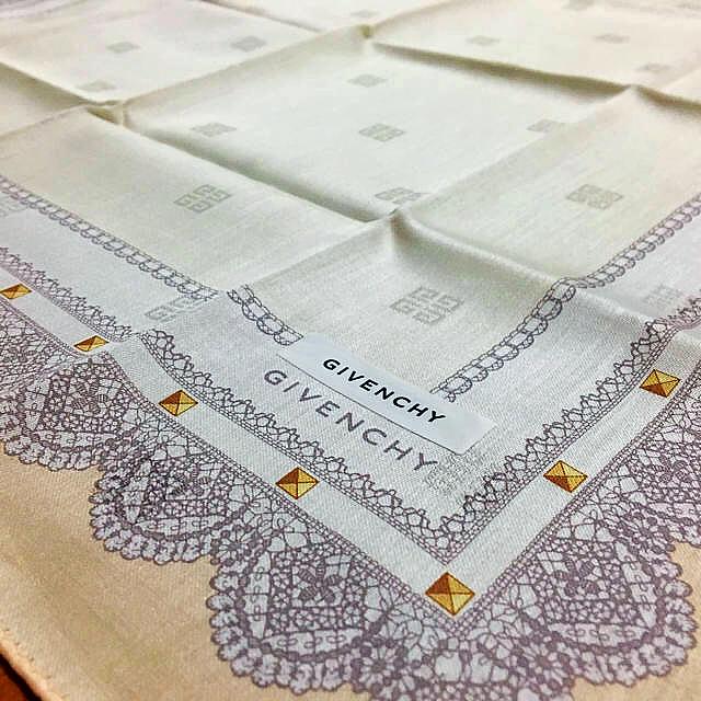 GIVENCHY(ジバンシィ)のジバンシイ ハンカチ ピンク×グレー レース柄 ジバンシー レディースのファッション小物(ハンカチ)の商品写真