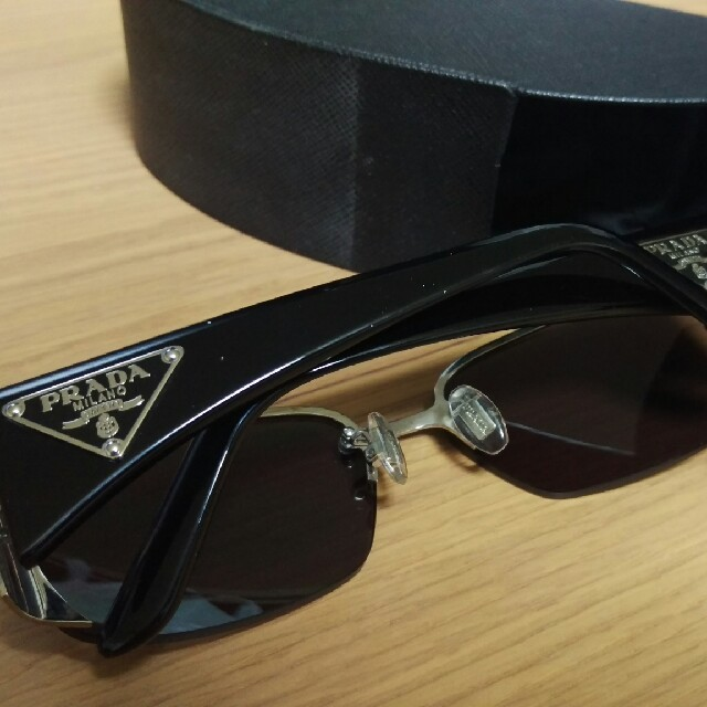 PRADA(プラダ)の値下げ交渉可【PRADA サングラス ブラック】 メンズのファッション小物(サングラス/メガネ)の商品写真