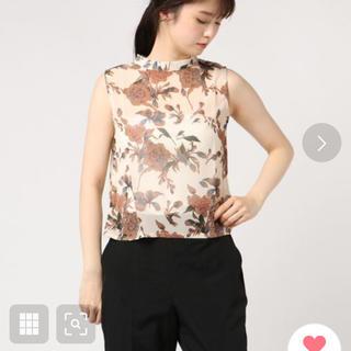 ジーユー(GU)のRUMOR 花柄ノースリーブブラウススタンドカラー アイボリー (シャツ/ブラウス(半袖/袖なし))